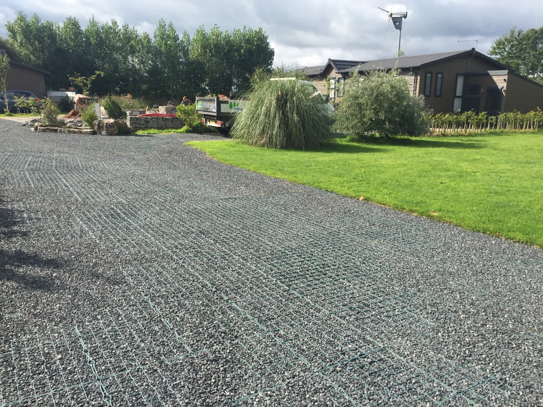 Driveway Plastic Grid & Paving Systems for Gravel and Stone
